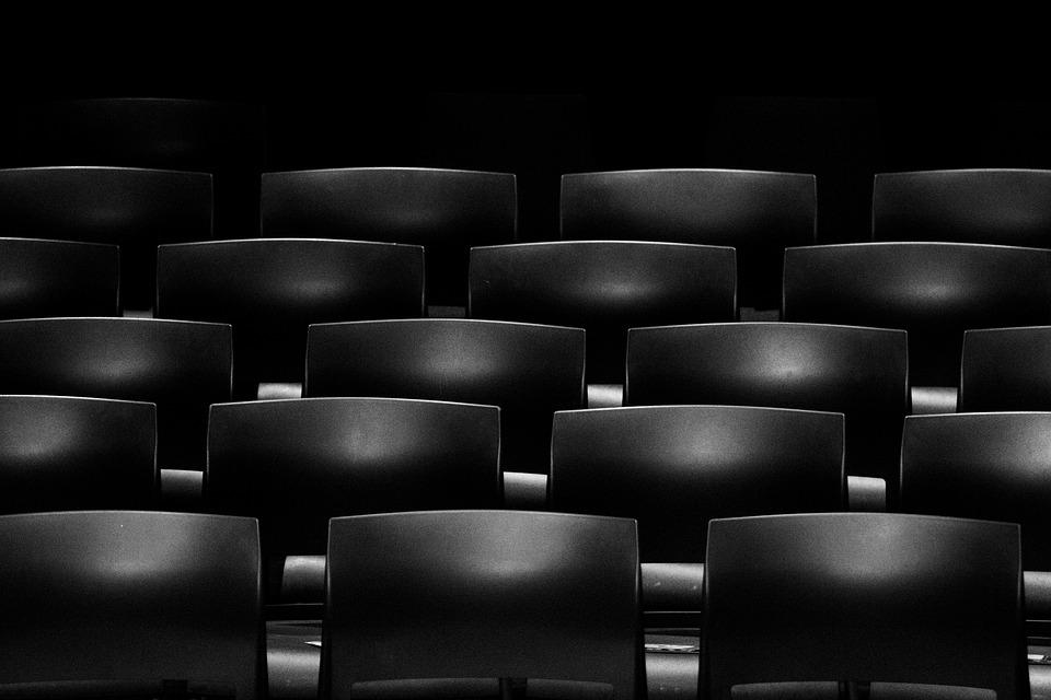 Sedie e mobili: aziende specializzate nel noleggio.